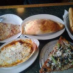 Photo taken at Alfredo's Pizza and Pasta by Vanessa on 5/12/2012