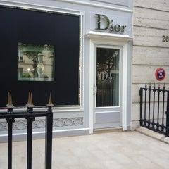Das Foto wurde bei Christian Dior von Teya M. am 5/5/2012 aufgenommen