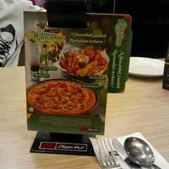 Photo taken at KFC & Pizza Hut Subang 2 by Marya M. on 8/11/2012
