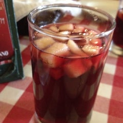 Photo taken at Italianni's Pasta, Pizza & Vino by Mariana M. on 5/19/2012