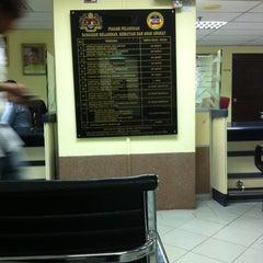 Photo taken at Jabatan Pendaftaran Negara Selangor by ¥kHaiRuL¥ on 12/29/2010