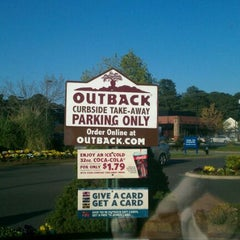 Photo taken at Outback Steakhouse by Kenneth R. on 4/1/2012