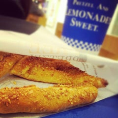 Photo taken at Auntie Anne's (อานตี้ แอนส์) by Tarn T. on 7/9/2012