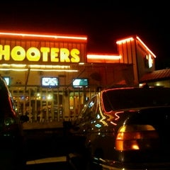 Photo taken at Hooters by Hernan G. on 11/26/2011