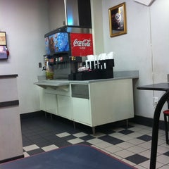 Photo taken at Jack in the Box by Rahshan H. on 1/14/2011