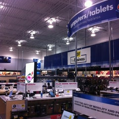 Photo taken at Best Buy by inuro k. on 4/5/2012