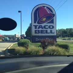 Photo taken at Taco Bell by Jay on 8/6/2012