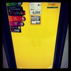 Photo taken at Power Buy (เพาเวอร์บาย) by Nutnicha K. on 5/20/2012