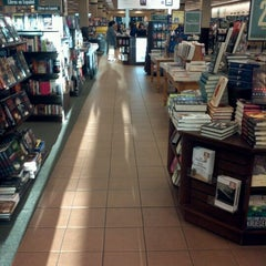 Photo taken at Barnes & Noble by Mark W. on 10/21/2011