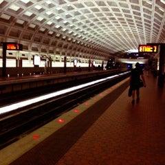 Photo taken at McPherson Square Metro Station by Ryan E. on 9/5/2012