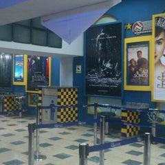 Photo taken at Súper Cines La Cascada by Leonel A. on 7/2/2012