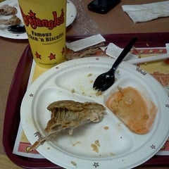 Photo taken at Bojangles' Famous Chicken 'n Biscuits by Artravious H. on 8/7/2011