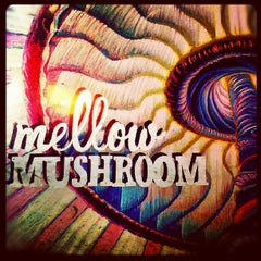 Photo taken at Mellow Mushroom by Jerome T. on 5/19/2012