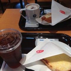 Photo taken at エクセルシオールカフェ 基山パーキングエリア下り店 by November on 5/2/2012