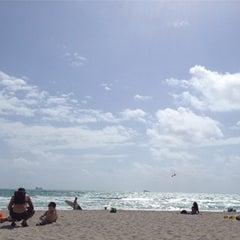 Photo taken at 2nd Street Beach by Juana Lina P. on 3/21/2012