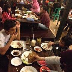 Photo taken at Pandan Hijau Restoran by Agung Y. on 8/11/2012
