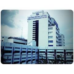 Photo taken at มหาวิทยาลัยหอการค้าไทย (UTCC) University of the Thai Chamber of Commerce by TrickiiMew K. on 6/15/2012