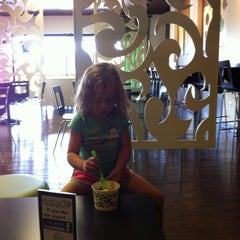 Photo taken at Simply Yo Self Serve Frozen Treats by Leslie H. on 6/8/2012