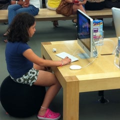 Photo taken at Apple Store, Dadeland by Antonio M. on 7/21/2011