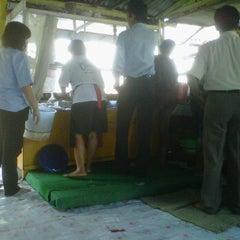 Photo taken at Pecel Madiun Pak Ambon by darius adi s. on 10/13/2011