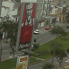 Photo taken at KFC by Fernando R. on 9/29/2011