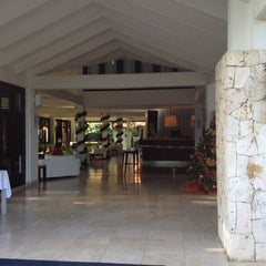 Photo taken at Floris Suite Hotel by Inge R. on 12/13/2011