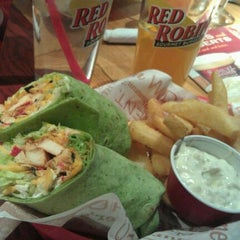 Photo taken at Red Robin Gourmet Burgers by April W. on 1/23/2012