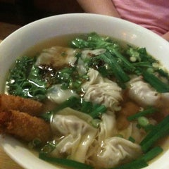 Photo taken at Papaya Vietnamese Restaurant by Amit B. on 3/15/2011