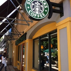 Photo taken at Starbucks by Masashi S. on 9/24/2011