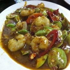 Photo taken at Khunthai Authentic Thai Restaurant by Ĵëии Ŧ. on 9/8/2012