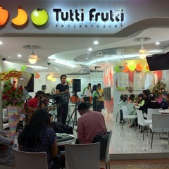 Photo taken at Tutti Frutti KJ by Izyan S. on 4/13/2011