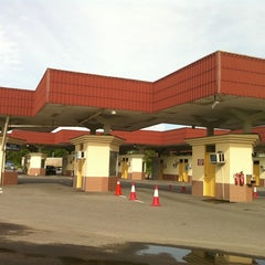 Photo taken at Sg. Tujuh Checkpoint (Brunei) by Ying Y. on 1/20/2011