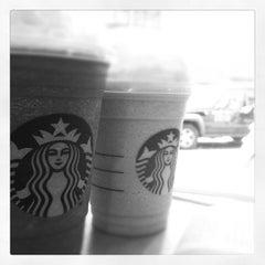 Photo taken at Starbucks by Du D' Elboux Jr on 11/28/2011