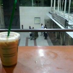 Photo taken at Starbucks Coffee JR東京駅日本橋口店 by きゅうじゅうよん on 9/13/2011