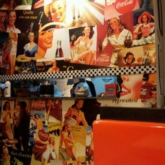 Photo taken at Sam's Burger by Tamiris T. on 6/2/2012