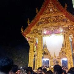 Photo taken at วัดเทพลีลา พระอารามหลวง (Wat Thep Leela) by iamjتff™ S. on 8/2/2012