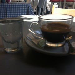 Photo taken at Montifiori Café (מונטיפיורי קפה) by Amit B. on 6/17/2012