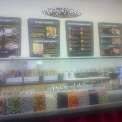 Photo taken at MaggieMoo's Ice Cream and Treatery by Nichelle M. on 8/2/2012