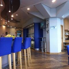 Photo taken at British Airways Terraces Lounge by Ignacio B. on 6/26/2012