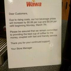 Photo taken at Wawa Food Market #834 by Mark H. on 3/5/2011