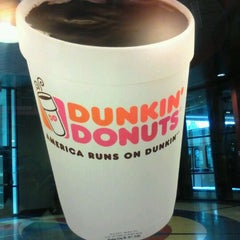 Photo taken at Dunkin Donuts by Howard Y. on 2/7/2012