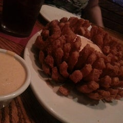 Photo taken at Outback Steakhouse by Robert M. on 7/31/2012