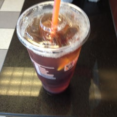 Photo taken at Dunkin' Donuts by Jeremiah H. on 9/10/2012
