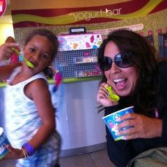 Photo taken at Menchie's Frozen Yogurt by Alyssa R H. on 8/12/2011