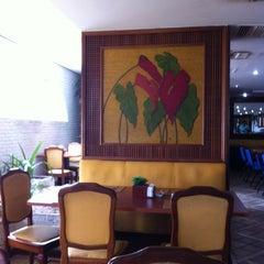Photo taken at Restaurante Flowers by Raphael C. on 11/26/2011