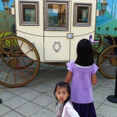 Photo taken at 월트디즈니 특별전; 꿈과 환상의 스토리텔러 by 수수한가카 on 9/24/2011