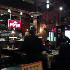 Photo taken at Uno Chicago Grill   Jersey City by SusanSaint on 10/9/2011