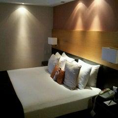 Photo taken at Hilton London Metropole Hotel by John Chang Young K. on 10/24/2011