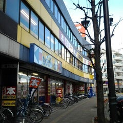 Photo taken at BOOKOFF 本厚木駅前大通り店 by Hiro on 1/2/2012