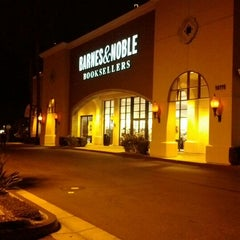 Photo taken at Barnes & Noble by Sergey N. on 12/22/2011